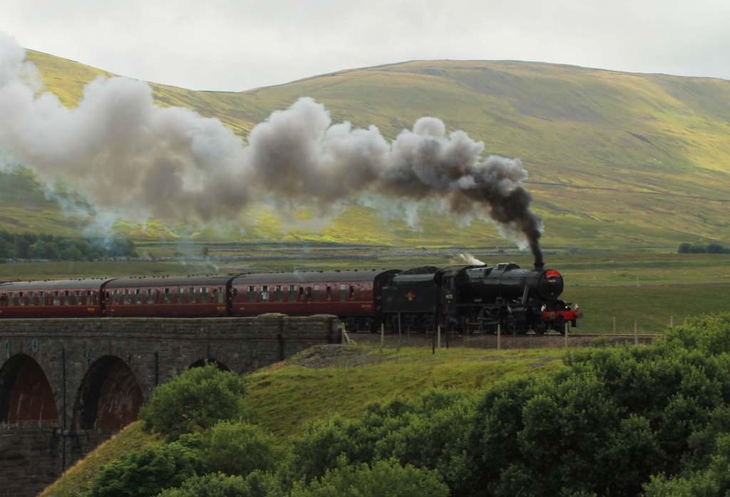 train on ribblehead