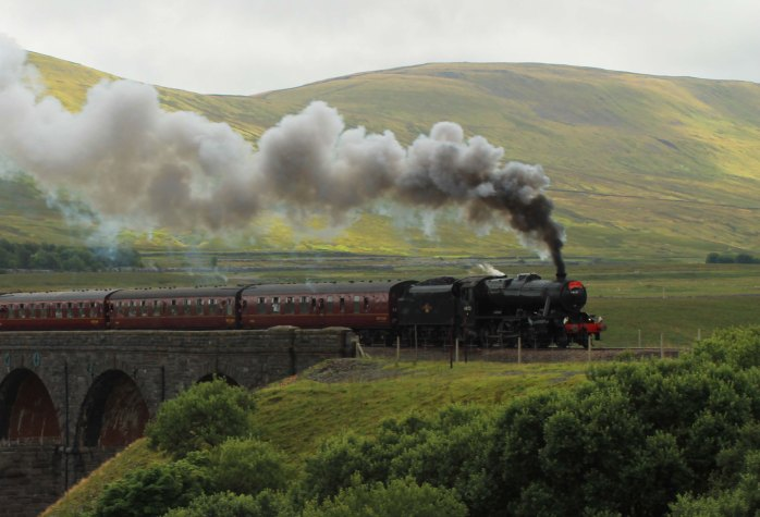train on ribblehead