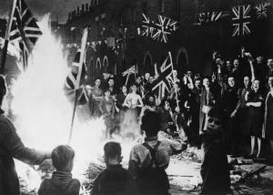Ve_Day_Street_Party,_1945_HU36292