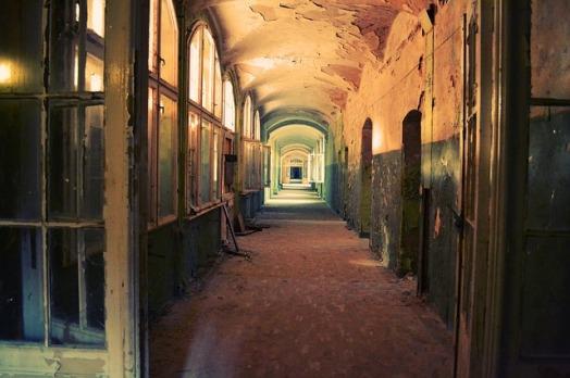 corridor-598319_640